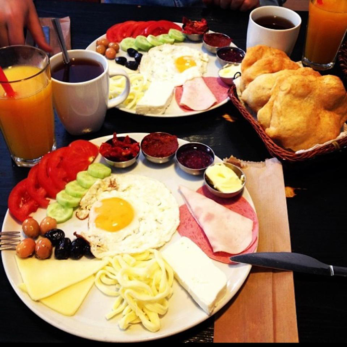 3- Pişi Breakfast & Burger