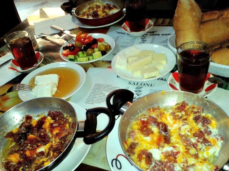 1- Doyuran Kahvaltı Salonu