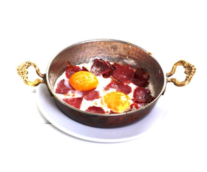 2- Pastırmalı Yumurta