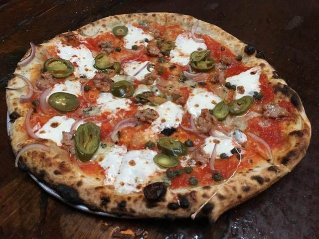 1-robertas-pizza-brooklyn-newyork-food-pizza