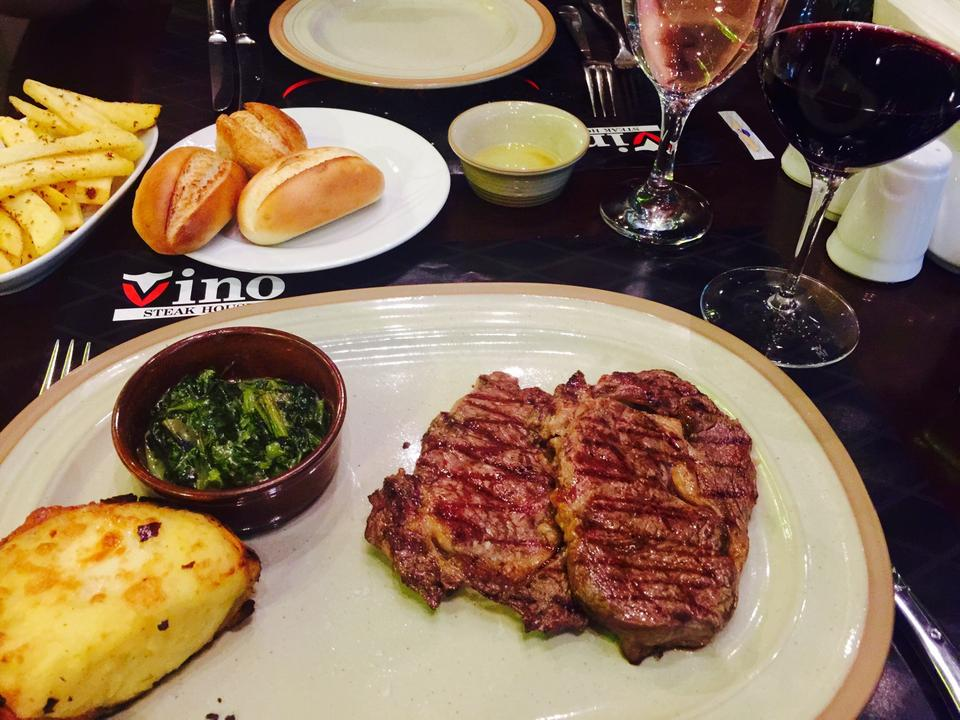 3-Vino-Steakhouse