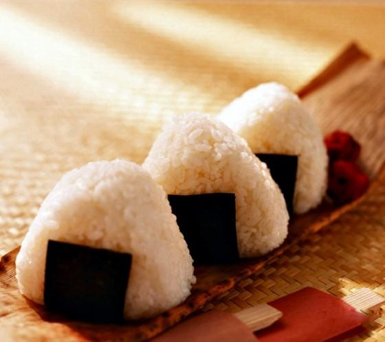 4-onigiri-pirinc-toplari