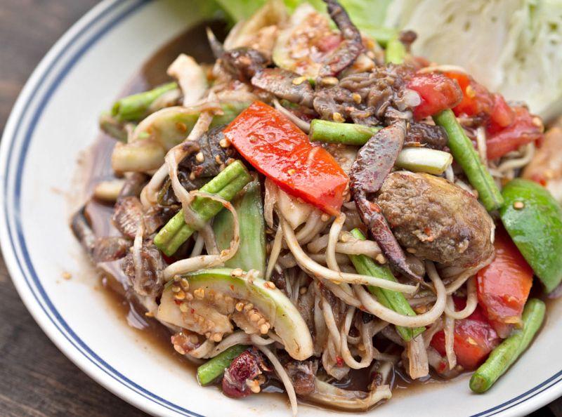 Dana etli ve sebzeli meşhur Tayland salatası, yemeği...