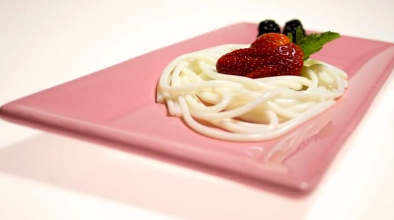beyaz-cikolatali-spaghetti-molekuler-gastronomi