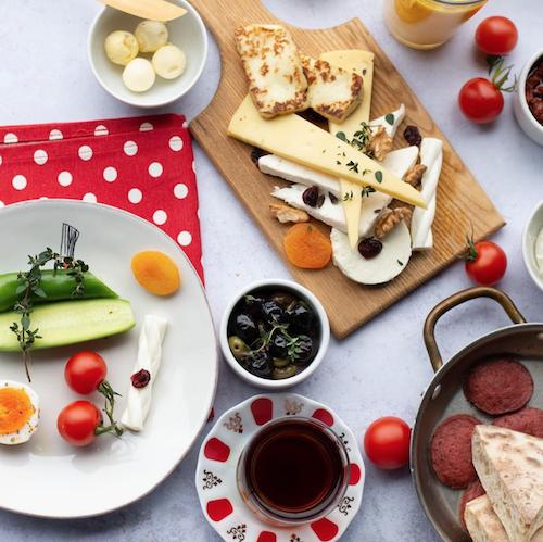türk kahvaltısı sunumu