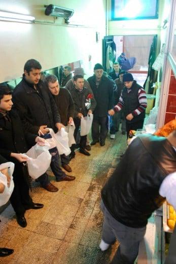 Çiğ Köfteci Ali Usta'da Çiğ Köfte Bekleyenler