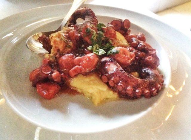 Fava Yatağında Ahtapot - Ambrosia Restaurant