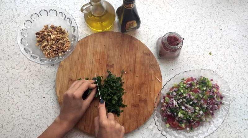 Gavurdağı Salatası Nasıl Yapılır?