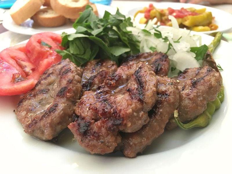 İzmir'de en iyi köfte nerede yenir? B,izim Köfteci Hidayet