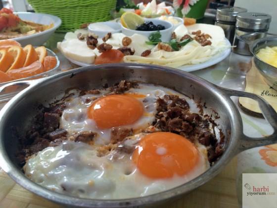 kavurmali-yumurta-sut-yumurta-recel-kadikoy-3