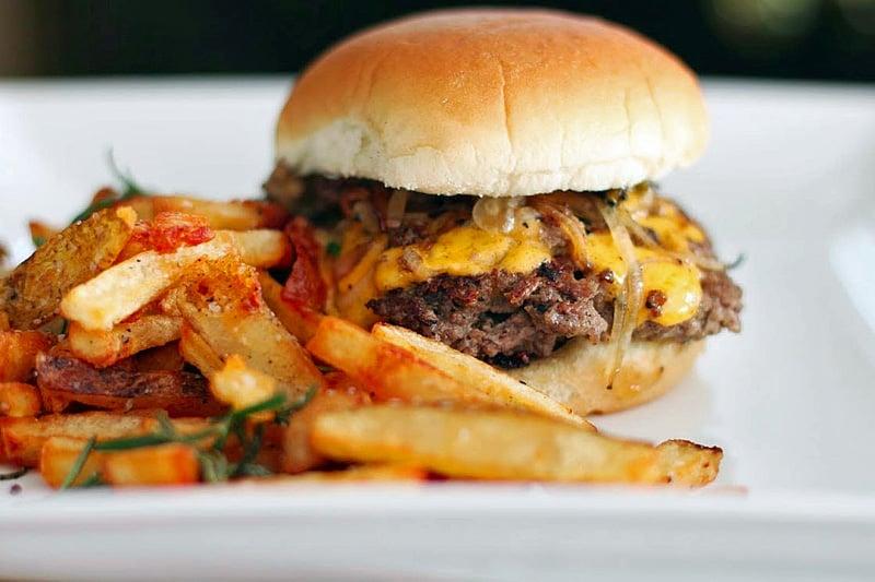 ozer-seften-ev-yapimi-hamburger-tarifi