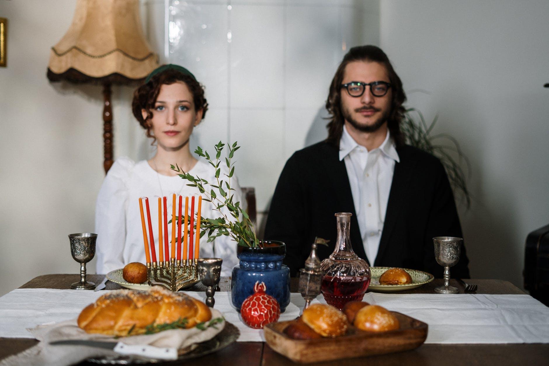 traditional jewish couple