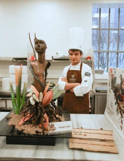 serdar-cakir-cikolata-ustasi-heykel