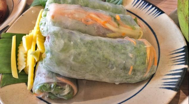 Vietnama özgü Spring Rolls isimli pirinç hamuruna sarma sebzeler