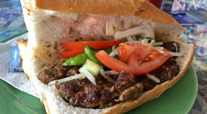 Üsküdar'da En iyi Ekmek Arası Köfte Nerede Yenir?