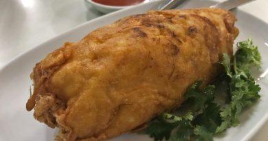İçli köfte görünümünde içinde yengeç etleri olan omlet.