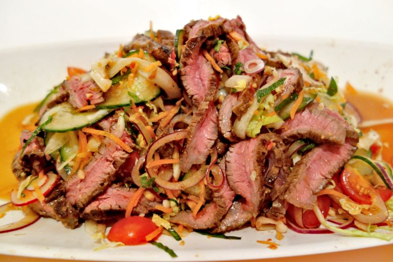 bol dana etli Tayland salatası